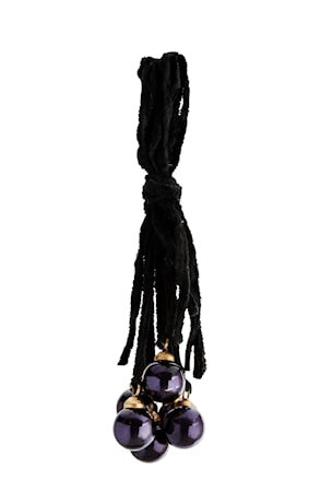 Madam Stoltz Koristeriipus 30 cm - Musta