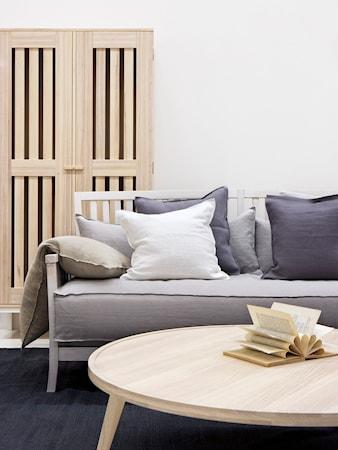 Allinwood Ledigt liv soffa - Vit, ljusgrå kuddar