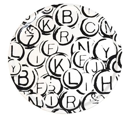 Martina Kärrberg Rund bricka – svartvita bokstäver 38cm