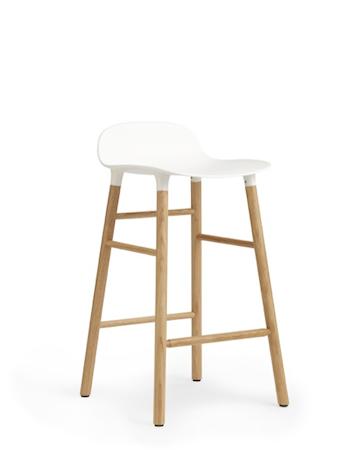 Bilde av Normann Copenhagen Form Barstol Hvit/Eik 65 cm