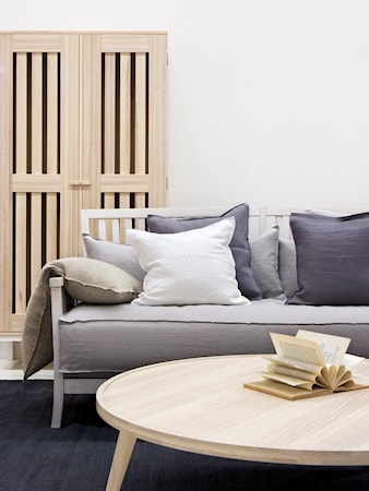 Allinwood Ledigt liv soffa - Vit, mörkgrå kuddar