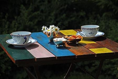 Fällbart cafébord i återanvänt trä