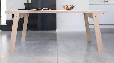 Bild av rForm Flat oak matbord