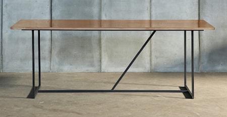 Bild av Heerenhuis Mesa nero mässing matbord