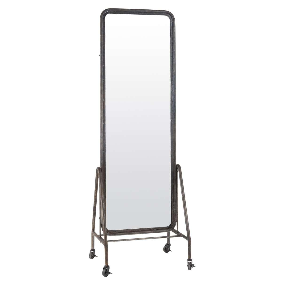 Lutande golv spegel