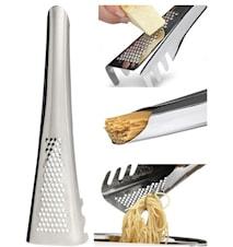 Pastaslev med parmesanrivare och mått