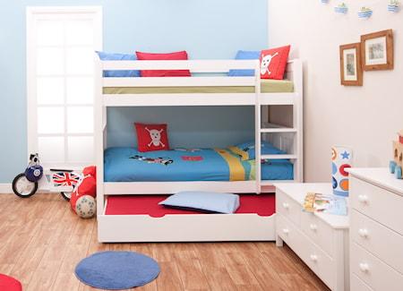 Classic kids våningssäng med en extra säng