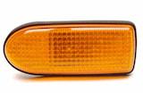 Sidoblinkl gul Nissan Primera