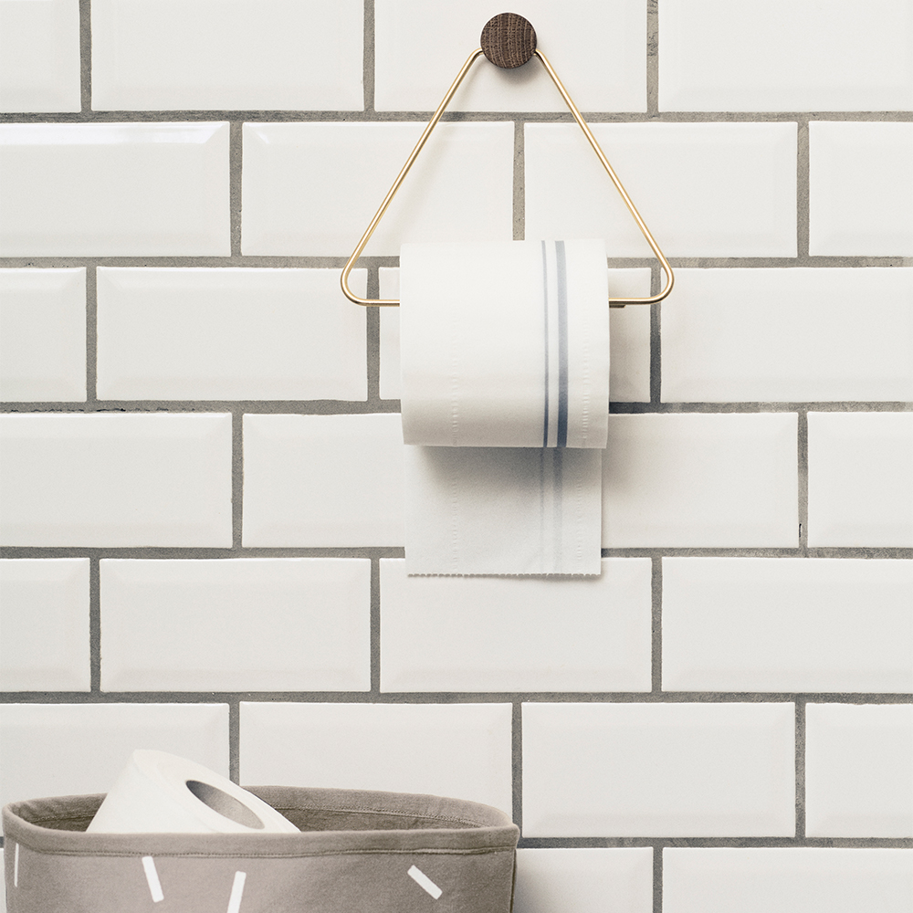 Avansert Brass Toalettpapirholder - Ferm Living @ RoyalDesign.no KK-14